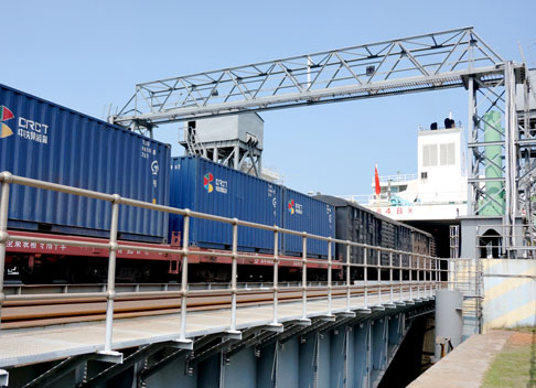 Il Porto Traghetti dell'Isola di Hainan rappresenta il bottleneck della ferrovia Guangdong-Hainan