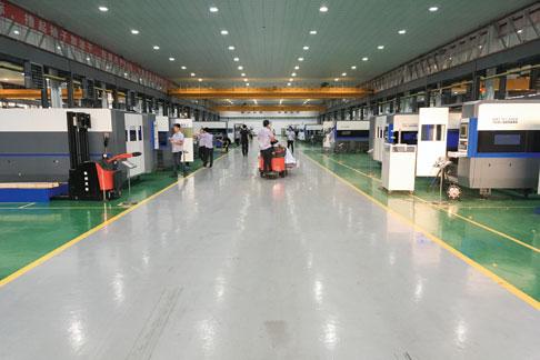 Han's Laser si avvale di 8.000 collaboratori e produce oltre 200 modelli di marcatrici, saldatrici e macchine da taglio al laser.