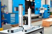Portafoglio ampliato di sistemi lineari per macchine utensili pronti per l'installazione: cilindri e