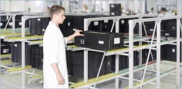 Flow rack e trasportatori a navetta per materiali